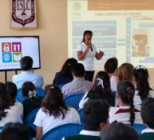 Fiscalía General de la República imparte plática a alumnos.